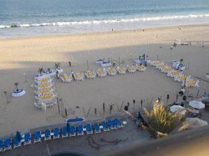 Tiki party set up