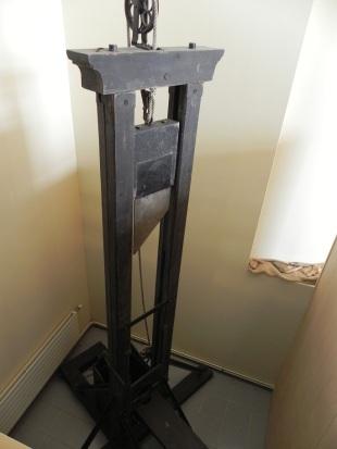 guillottine!