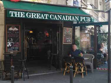 friendly pub in Paris