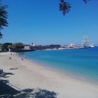 beach-in-rhodes-city
